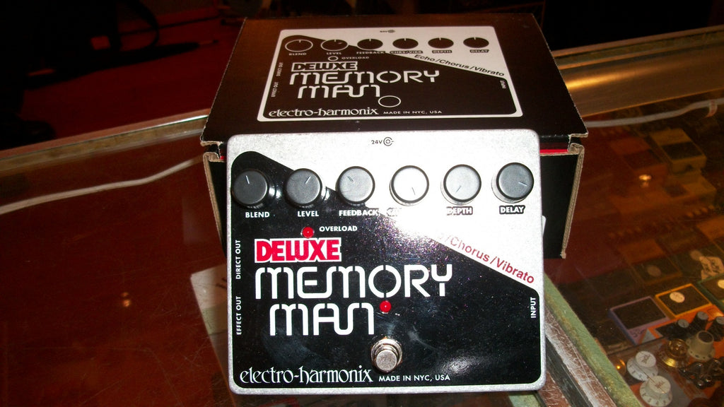 2017 ELECTRO HARMONIX Deluxe Memory Man Chrome and Black and Red