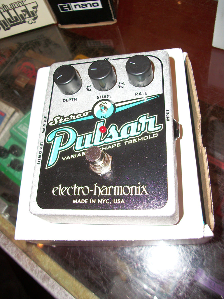 NEW Electro-Harmonix Stereo Pulsar Black and chrome