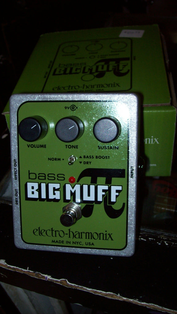 2017 ELECTRO HARMONIX BASS BIG MUFF CHROME AND GREEN