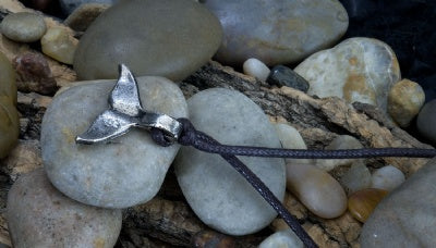 Metal Pendant Necklace - Whale Tail