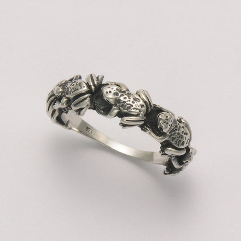 Sitting Frogs Band Ring