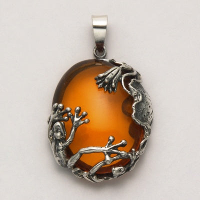 Frog on Oval Amber Pendant