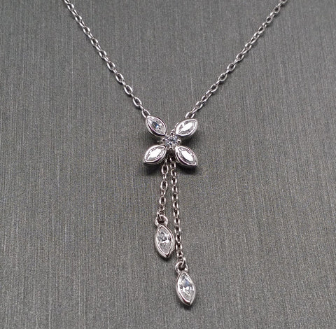 Star Jewelry 18k White Gold Necklace with Cubic Zirconia Flower Pendant - 15