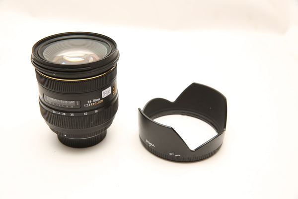 Sigma 24-70mm f/2.8 for Nikon w. box, hood and pouch