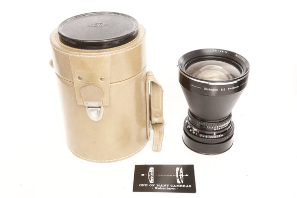 Hasselblad 40mm f4 Zeiss Distagon with pouch lens cap