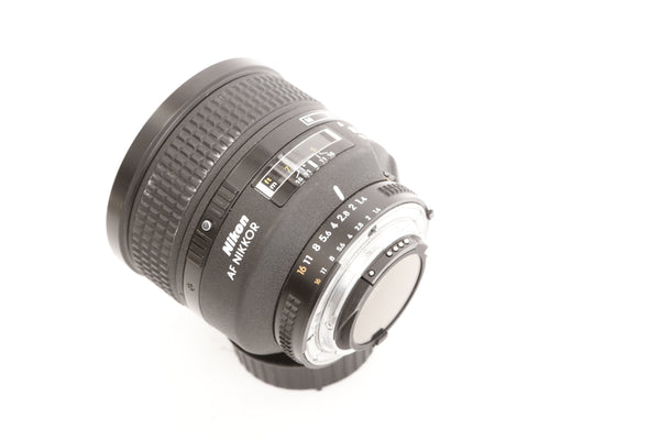 Nikon 85mm f1.4 AF D IF Nikkor with hood HN-31
