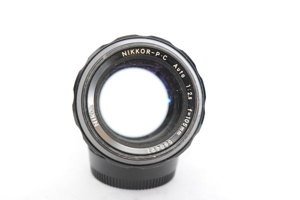 Nikon 105mm f2.5 Nikkor-P.C. Auto with Hood HN-8