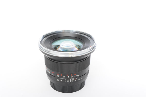 Zeiss ZE 18mm f3.5 Distagon with hood and box - for Canon