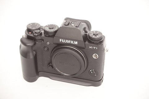 Fujifilm X-T1 Black with grip