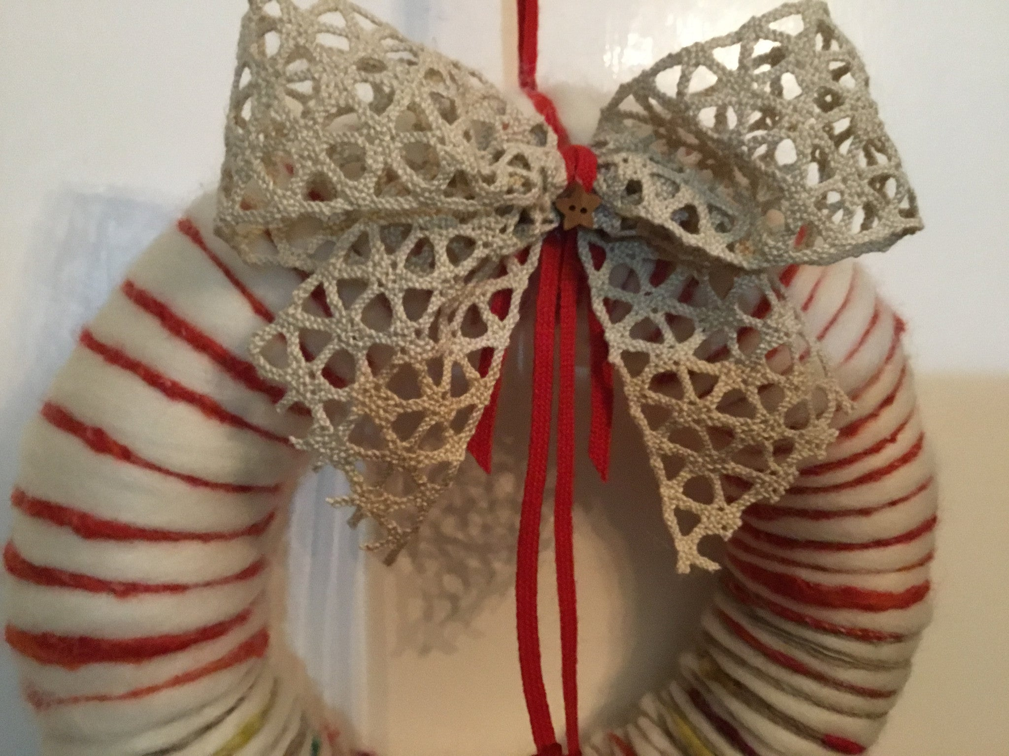 Make Your Own Christmas Decorations: Yarn Wrapped Wreath