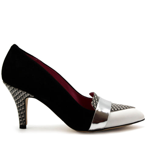 Pointed toe leather court shoe, with abstract block print detailing.
