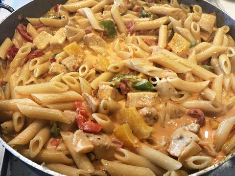 photo of fajita pasta in pan
