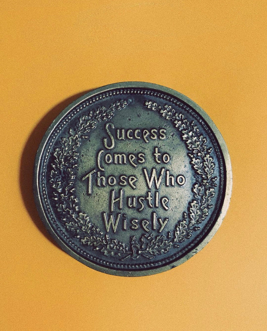 THE HUSTLE BUCKLE