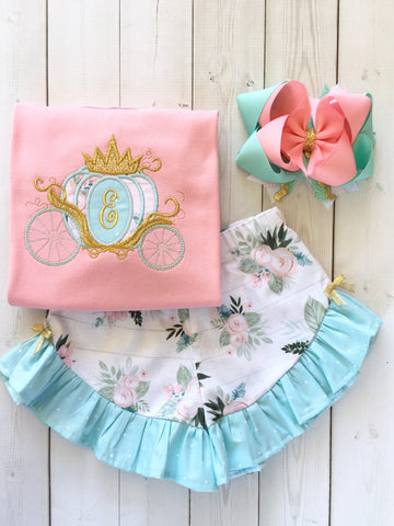 Gorgeous princess outfit for girls, toddlers and babies. Princess carriage topped with glitter crown customized with first initial. Floral ruffled shorts are perfection!