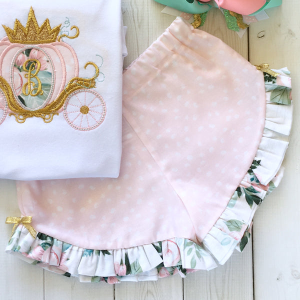 Gorgeous Disney outfit for girls, toddlers and babies. Matching petals and floral ruffled shorts are perfection!