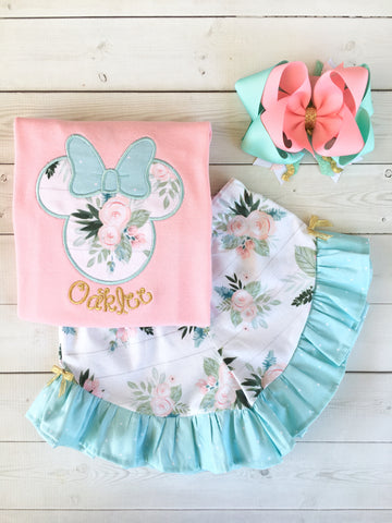 Gorgeous Disney outfit for girls, toddlers and babies. Minnie-like silhouette done in pretty floral fabir and aqua dot bow. Matching floral ruffled shorts are perfection!