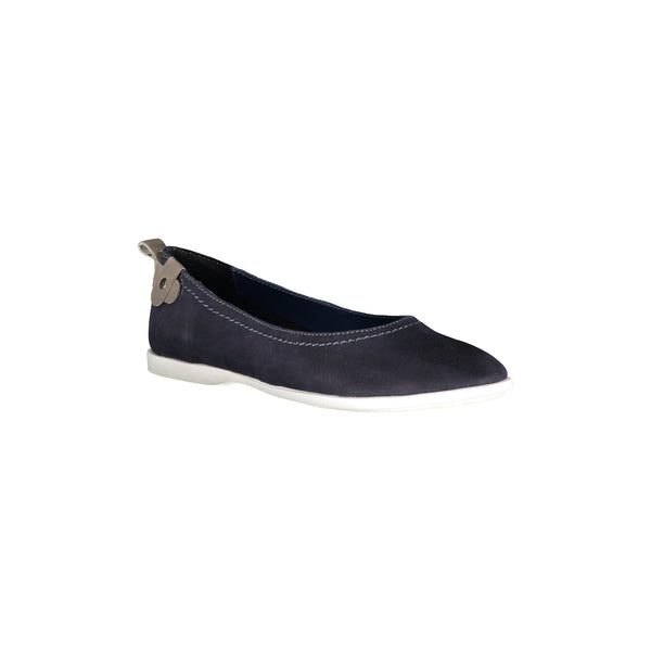 Women's leather leisure shoes. Removable insole of leather adds comfort.