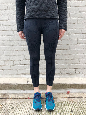 Oiselle Firecracker Reflective 3/4 Tights (Black Cirrus)