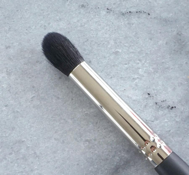 XOBEAUTY CREASE BLENDER BRUSH Glam Raider