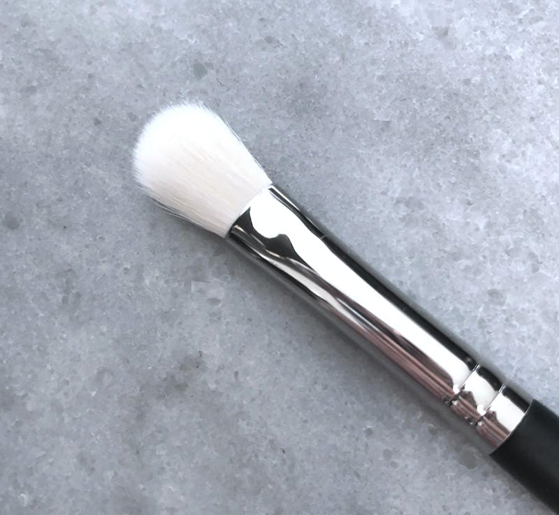XOBEAUTY FIRM BLENDER BRUSH Glam Raider