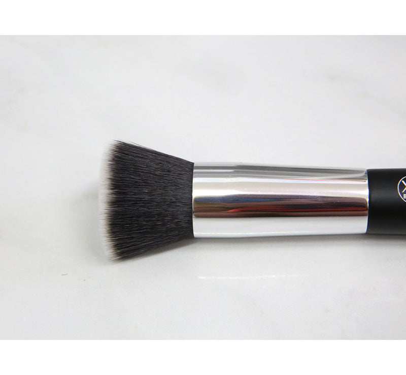 XOBEAUTY FLAT FACE BRUSH Glam Raider