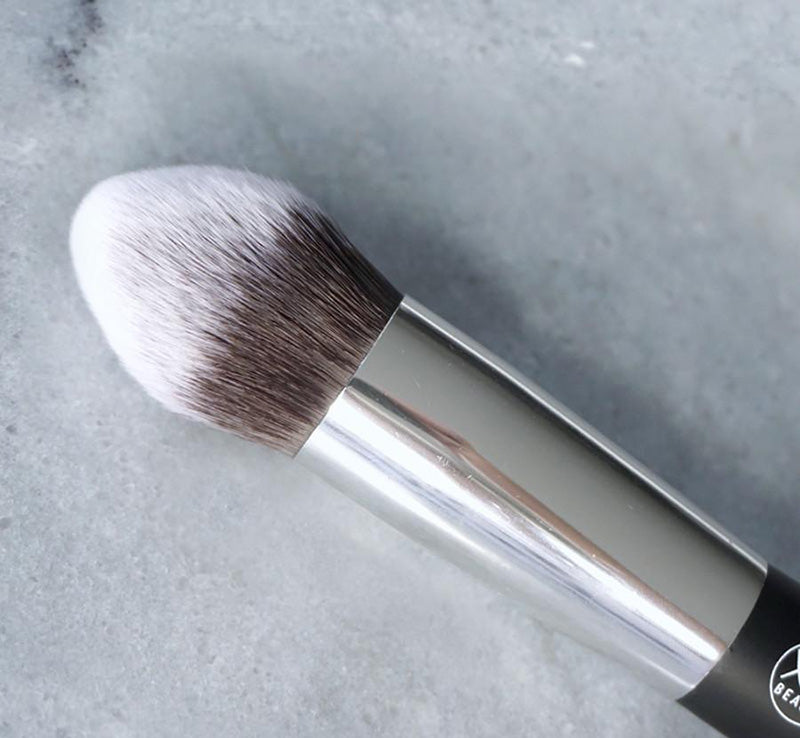 XOBEAUTY TAPERED FACE BRUSH Glam Raider