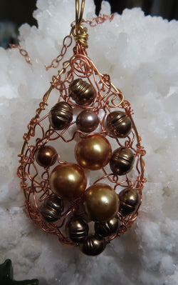 """Bounty of the Sea"". Golden and Circle' cultured pearl pendant with chain"