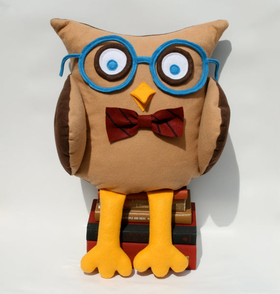 Oliver - A Slightly Geeky Owl 16 inch pillow cover - Studio Arethusa  - 3