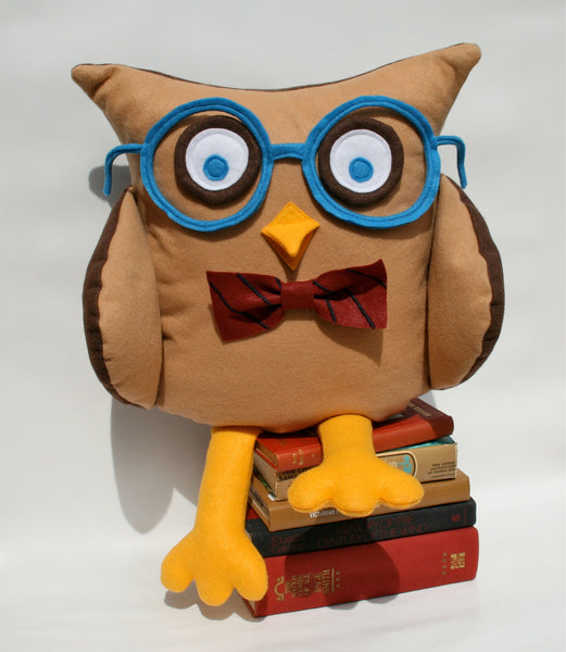 Oliver - A Slightly Geeky Owl 16 inch pillow cover - Studio Arethusa  - 2