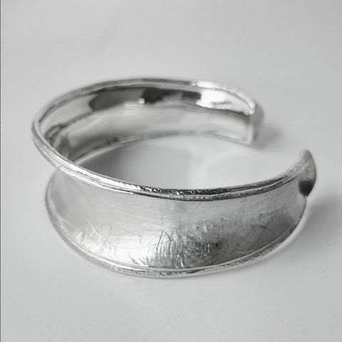 Wide Anti-Clastic Textured Bangle