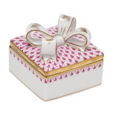 Box with Bow, Raspberry