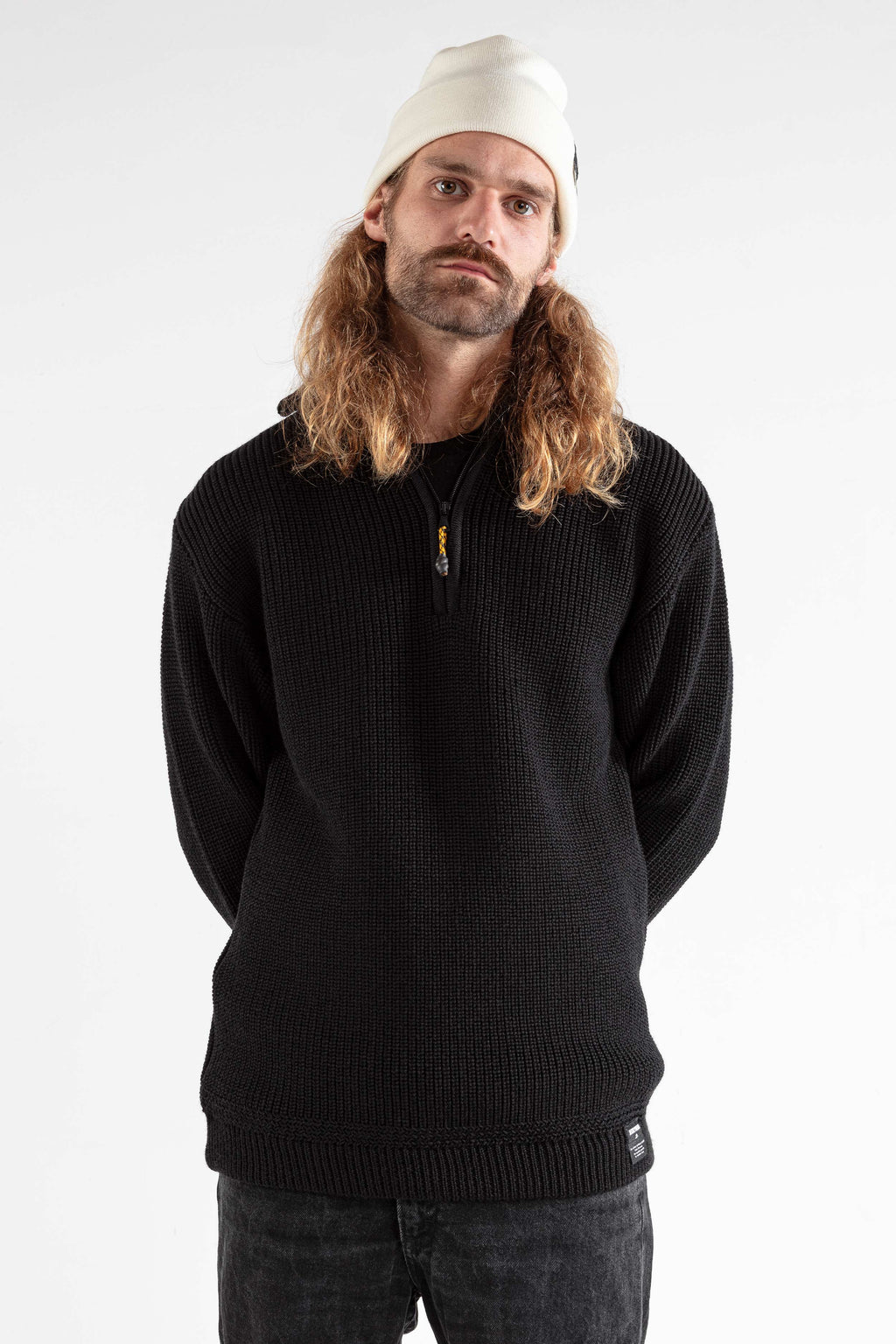 The SEAMAN SWEATER black