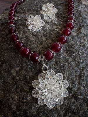 Filigree with stones