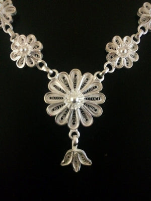 Load image into Gallery viewer, Silver Filigree Necklace
