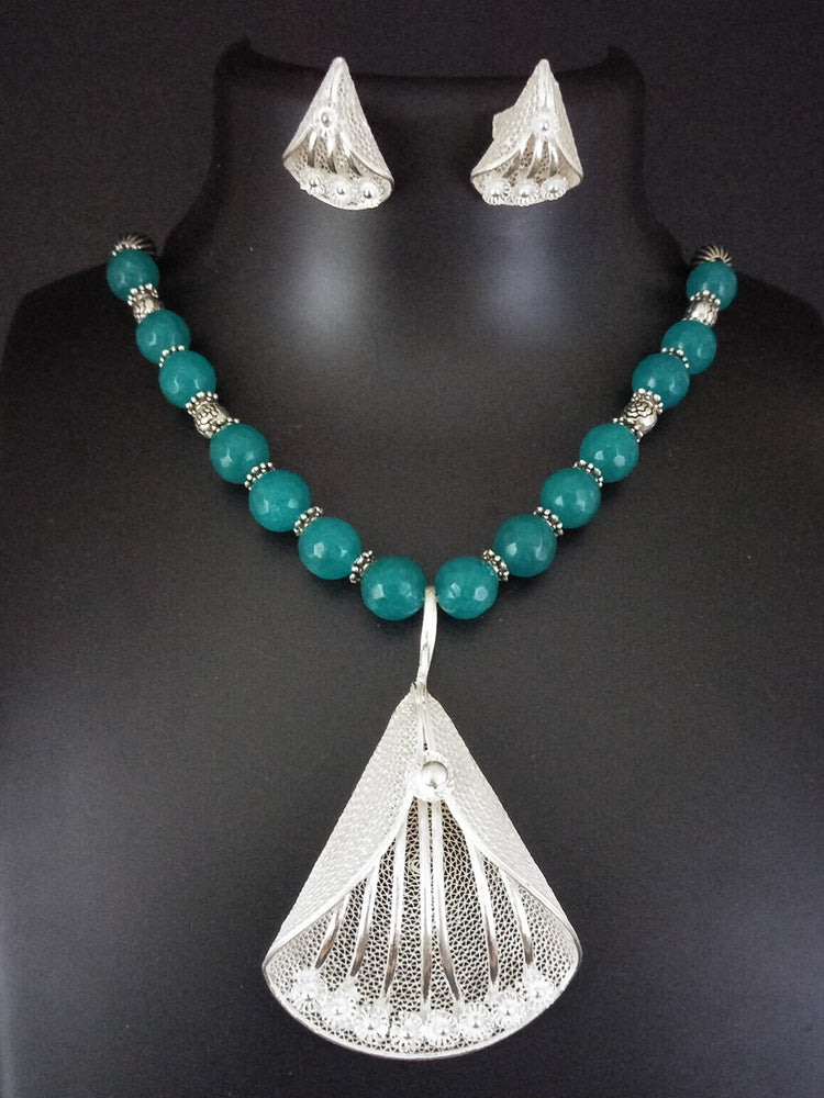 Blue onyx necklaces online