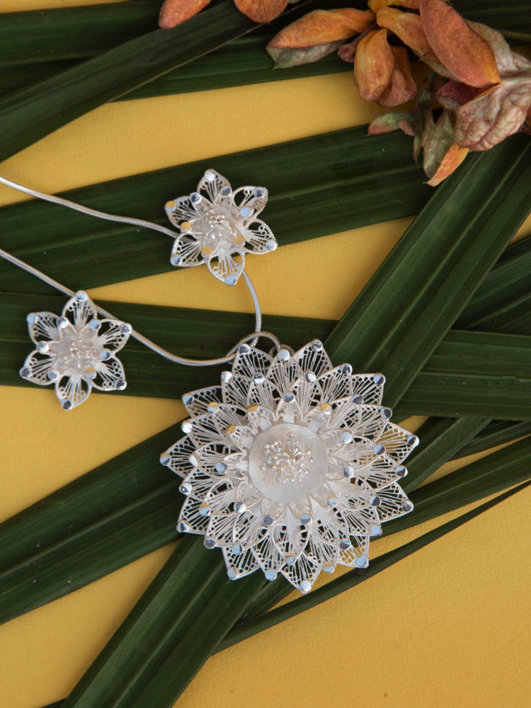 Load image into Gallery viewer, Silver Filigree Pendants for women online
