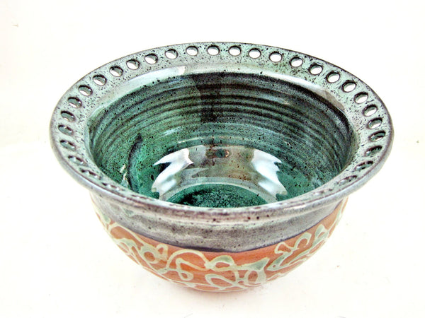 Handmade earring bowl from The Twist collection