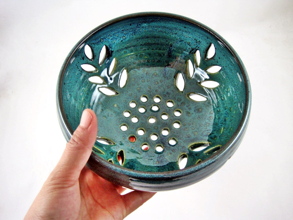 Berry bowl with leaf cut out - Ning's Pottery