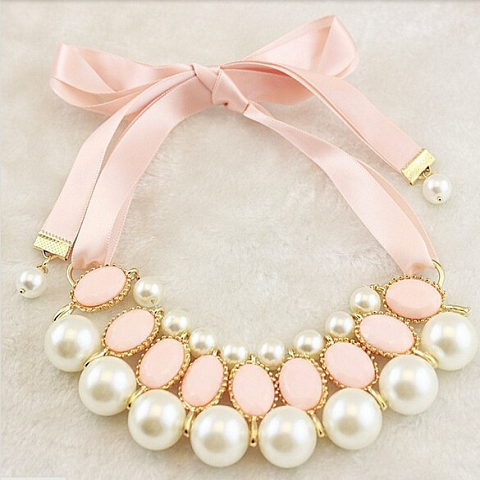 Ribbon Pendant Collar Necklace With Pearls