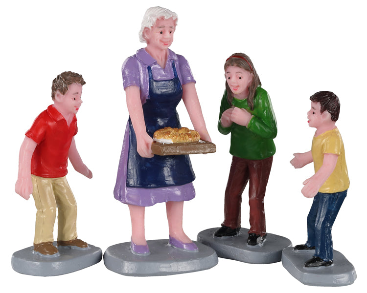 Lemax 02945 Family Tradition, Set of 4, Figurine- Gift Spice