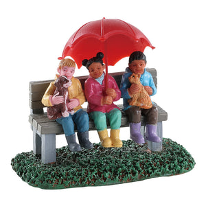 Lemax 82577 Rainy Day With Friends, Figurine- Gift Spice