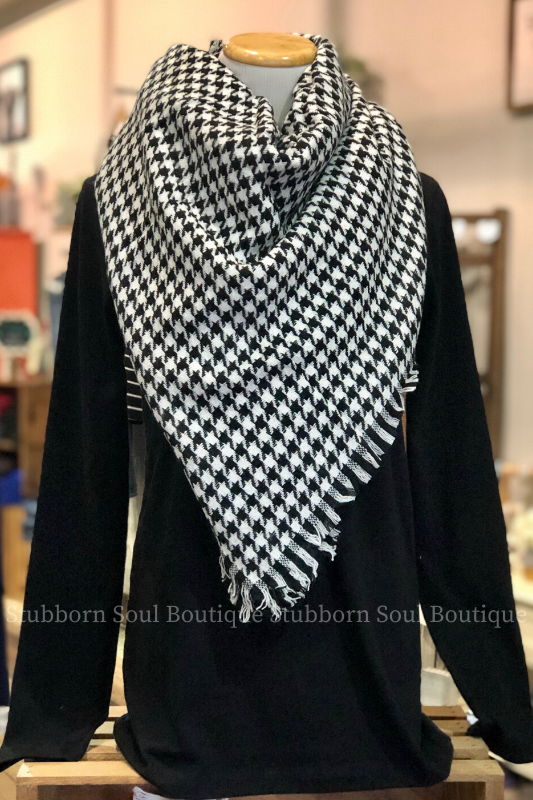 Cozy Feeling Blanket Scarf Black White Houndstooth