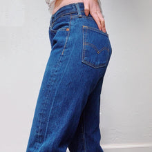 Load image into Gallery viewer, VINTAGE CLASSIC WASH LEVI'S 501s