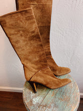 Load image into Gallery viewer, VINTAGE ITALIAN SUEDE BOOTS