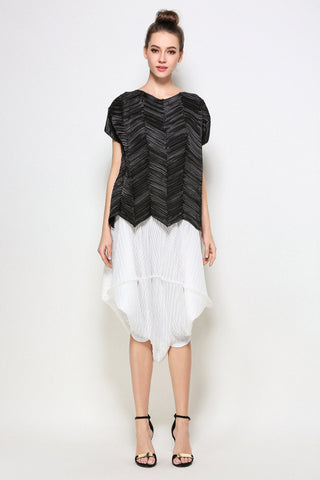 Geometric pleated top