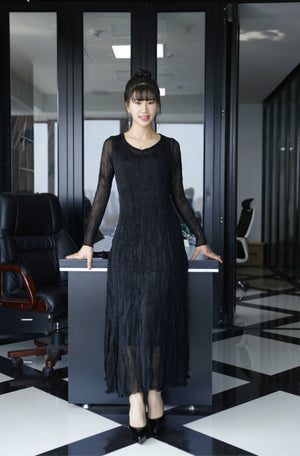 Pleated long sleeve crown neck dress