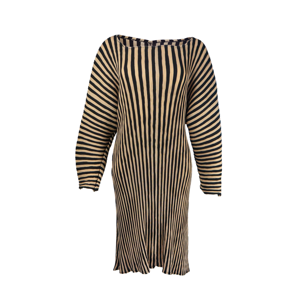 Over size long sleeve strip pleated crepe dress