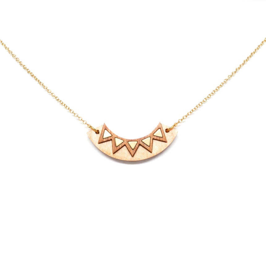 Chevon Arc Necklace [Curly Maple]
