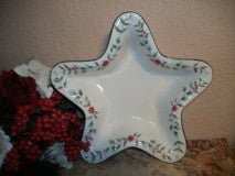 Pfaltzgraff Winterberry Dish Christmas Serving Bowl White Ceramic Star Holiday Tableware