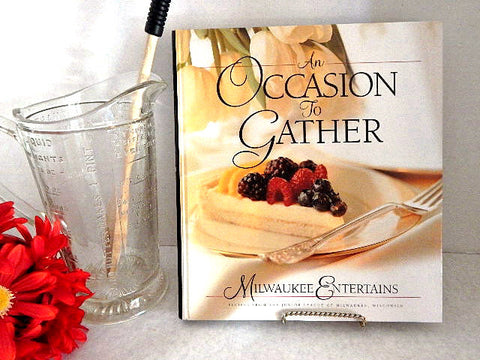 An Occasion to Gather Cookbook Milwaukee Entertains Junior League 2004 Hardcover